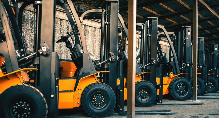 What Is The Difference Between A Counterbalance And Reach Forklift?